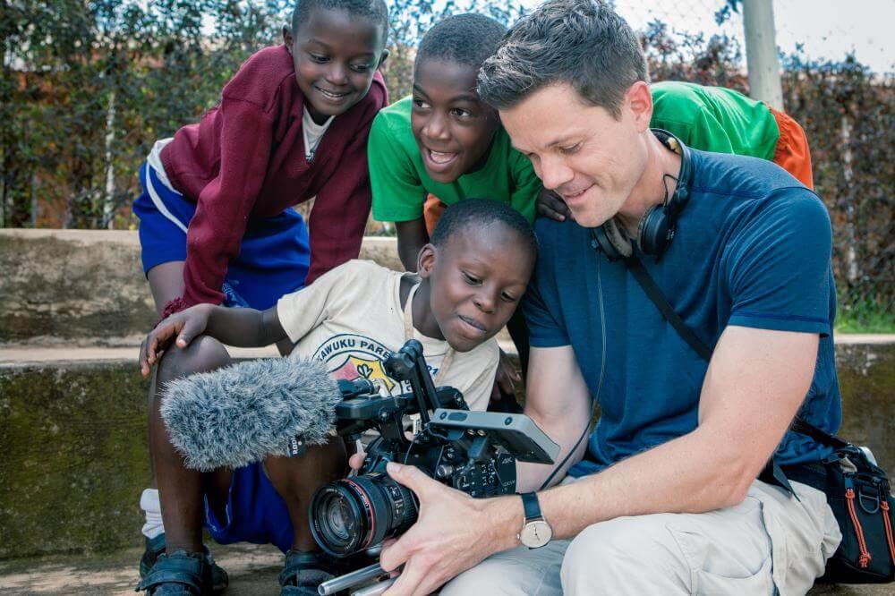Begeisterte Kinder während meiner Arbeit in Uganda